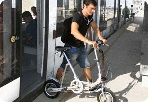 Ebici Commuter bajando del TRAM