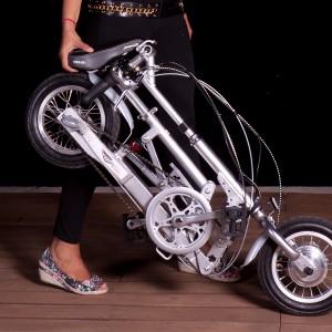 La bici plegada. Apenas pesa ni ocupa