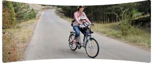 Disfrutando de un agradable paseo en bicicleta eléctrica